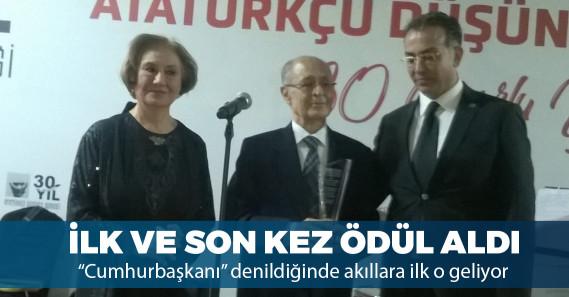 Ahmet Necdet Sezer ADD'nin ödülünü kabul etti